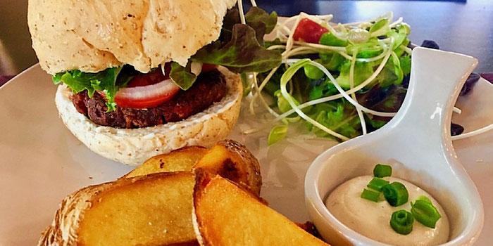 vegan burger at goodsouls kitchen chiang mai thailand