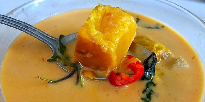 thai pumpkin curry from vegan heaven in chiang mai thailand