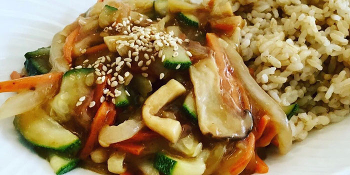 Vegetables and brown rice with yellow bean sauce