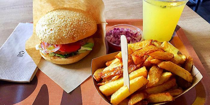 cheeseburger menu meal voodies vienna
