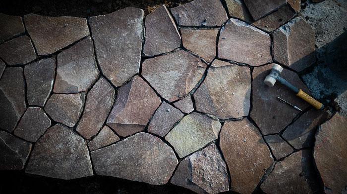 ジャワ鉄平の石張りアプローチ