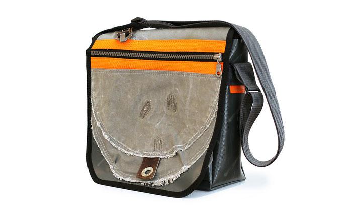 Tasche aus altem Seesack und Werbeplane