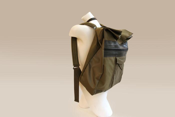 Rucksack aus Uniform-Jacke