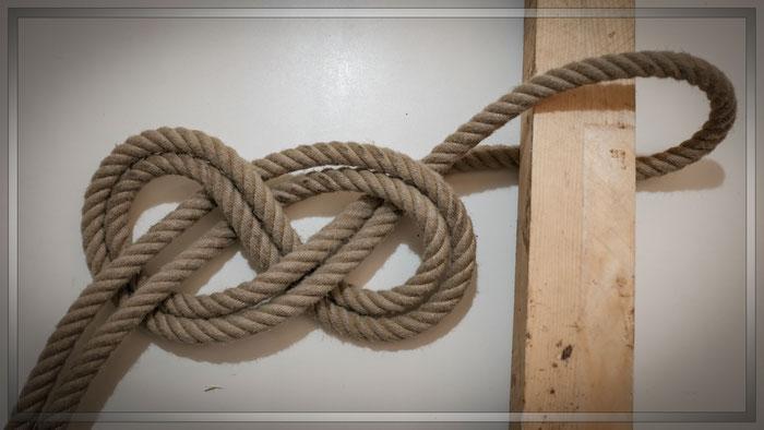 Zurückgestecker Achter-Knoten