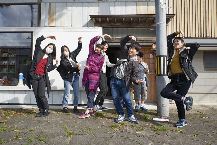 1班は「はい!うちの班はだまこ鍋にしまーす!」といってさっさと朝市に出かけた。