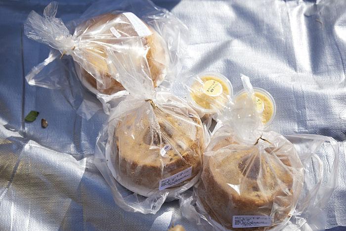 五城目朝市ではシフォンケーキだって買える。