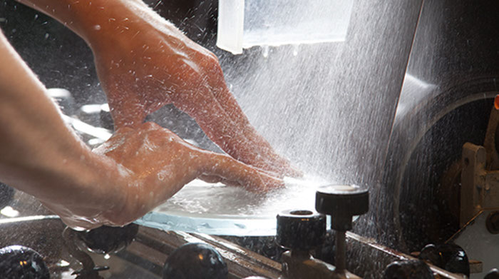 Handarbeit bei Glas Athmer