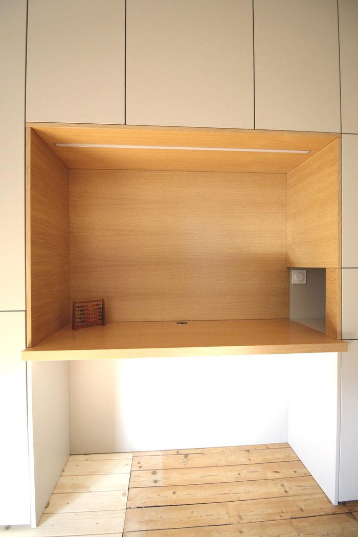 Mur de rangement avec bureau intégré et niches déco, bois, Ma Jolie Maison, Julienne Le Brun