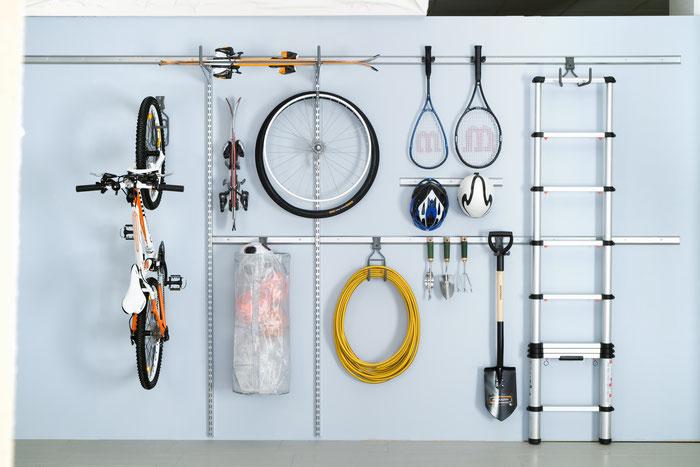 Garageneinrichtung, Aufhängung für Leiter, Sportgeräte, Gartenzubehör