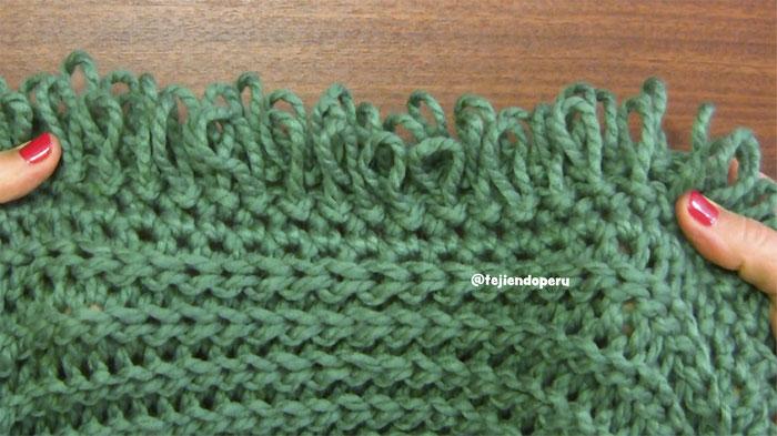 Chaleco con capucha de una pieza tejido a crochet en punto imitación tricot