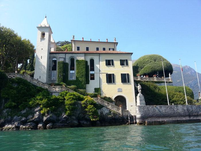 Die Villa Balbianello vom Wasser aus