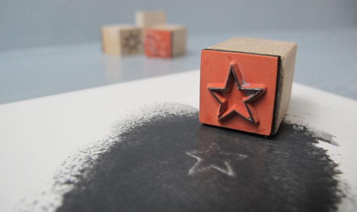 Stempel mit Stern auf Keramik