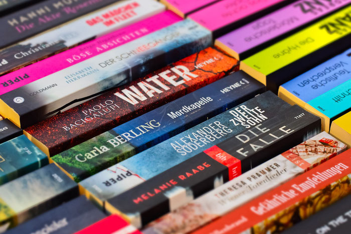 Krimis gehören zu den meistgelesenen Genres der Literatur, gedruckt auf Papier oder digital im eBook-Bereich