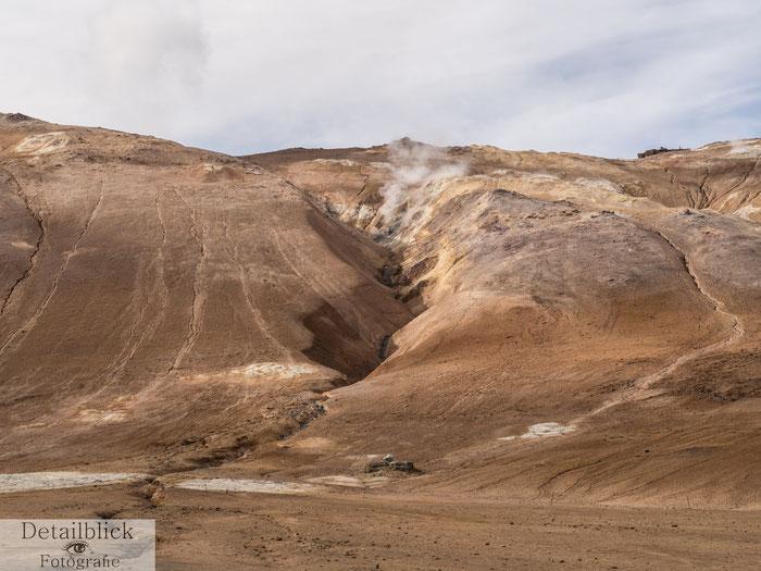 Namafjall Bergrücken aus dem es dampft