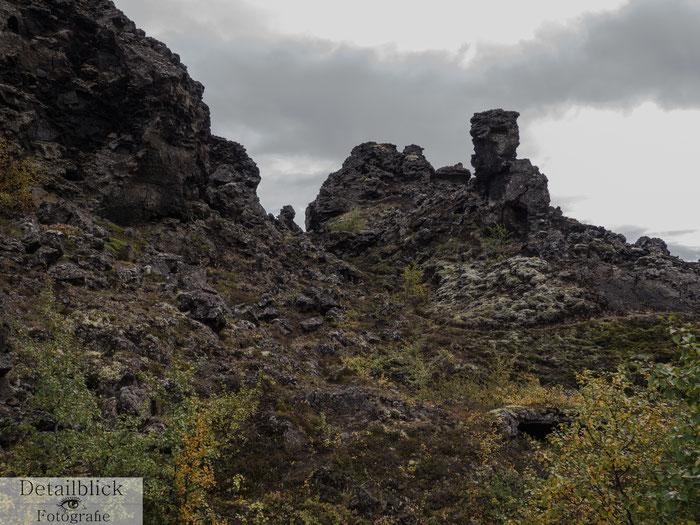 Felsen die aussehen wie eine Burgruine