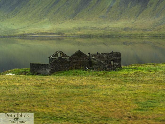 Hausruine am See