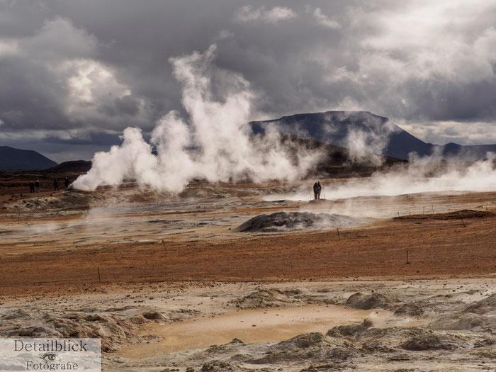 Dampf, der aus der Erde steigt