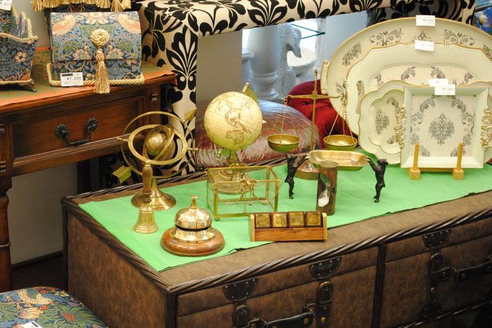 真鍮雑貨 インテリア雑貨 アンティーク雑貨 地球儀 天球儀 スケール 天秤 カレンダー 砂時計 フロントベル ハンドベル ソープディッシュ