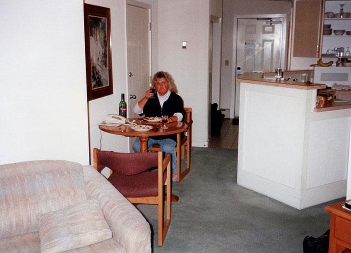 Fleischklopsvertilgerin, allerdings durch Komfort verweichlicht in sündhaft teurem, aber gemütlichem Appartment; übrigens am Abend von Prinzessin Dianas Unfalltod.