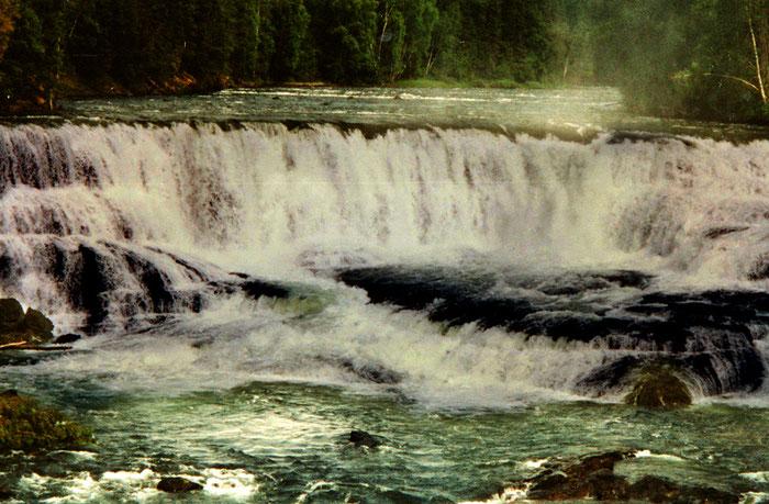 Ob groß oder klein, immer dramatisch schön: Wasserfälle irgendwo mitten in Canada.