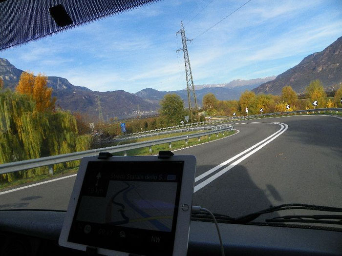 Auf wirklich toll ausgebauter kostenloser Schnellstraße