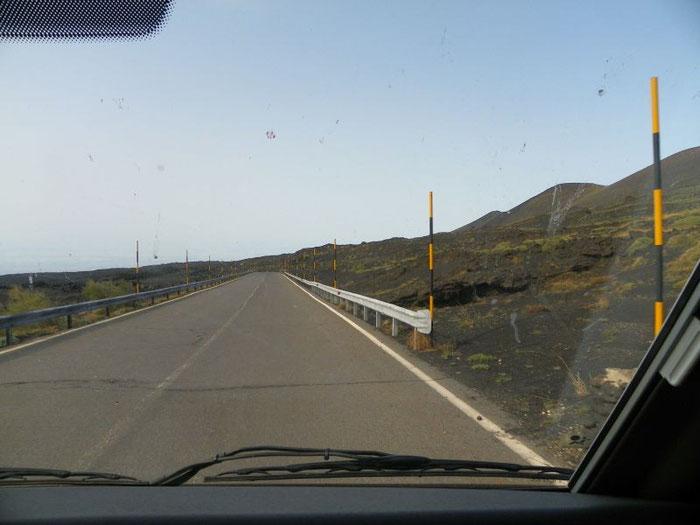 An den erloschenen Vulkanen entlang.