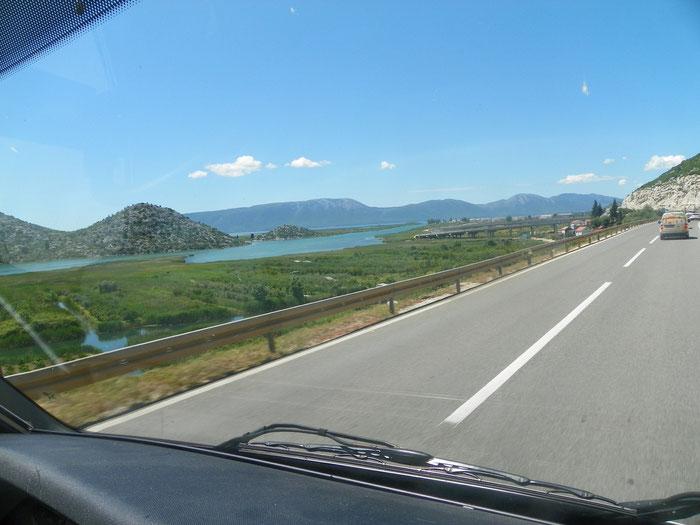 Es gibt bei uns einen Bergsee, der sieht ähnlich aus. Traumhafte Seen