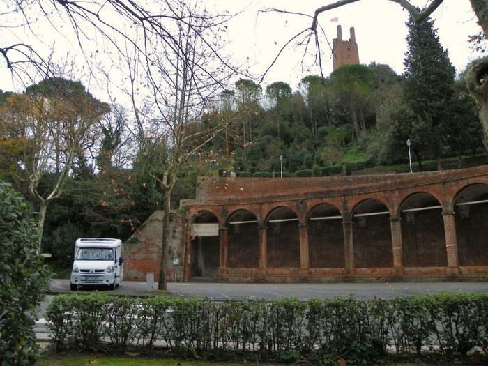 Blick vom Womo auf San Miniato.