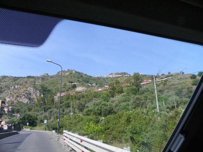 Fahren auf Sizilien bleibt spannend, was erwartet uns hinter der nächsten Kurve. ;-))