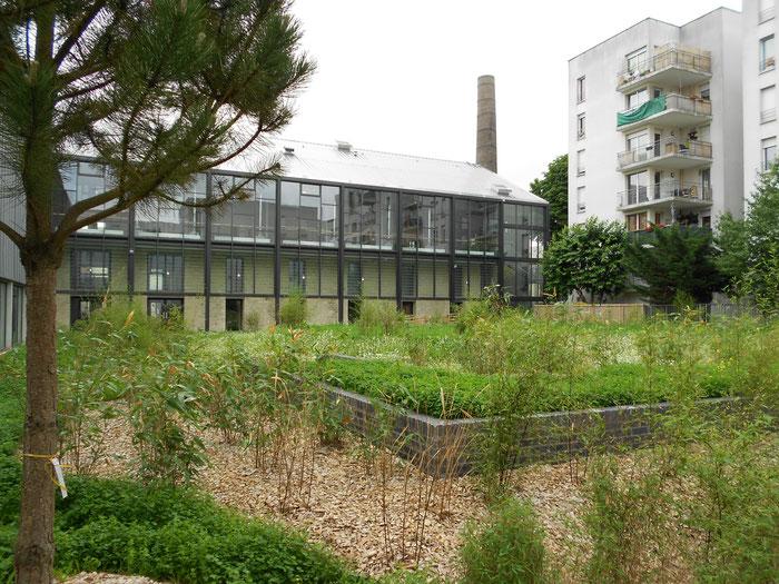 la Briqueterie / façade sur la rue Robert Degert, entrée