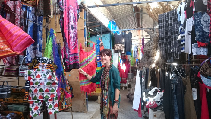 Mia looking at the selection of clothes at the Sucupira market in Praia