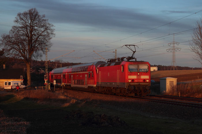 143 093 und 143 047 mit RB am BÜ COlmnitz