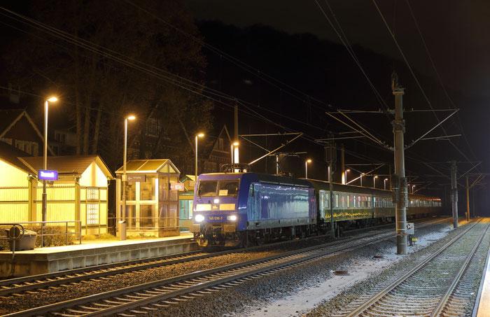 145 030 mit RE 3 Ersatzzug in Tharandt
