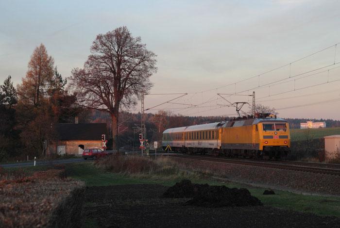 120 502 bei einer Messfahrt am BÜ Colmnitz