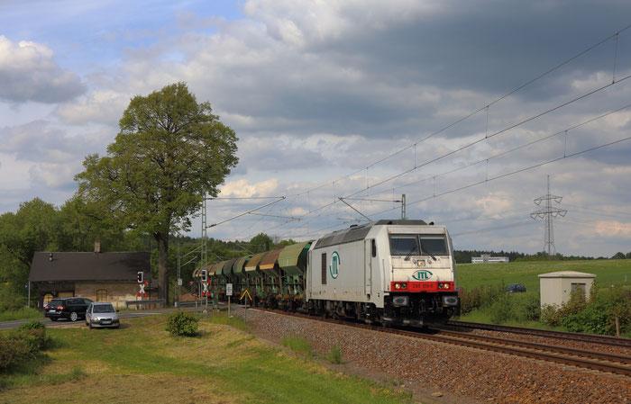 285 109 mit Schotterzug nach Oelsnitz (Vogtland) bei Colmnitz