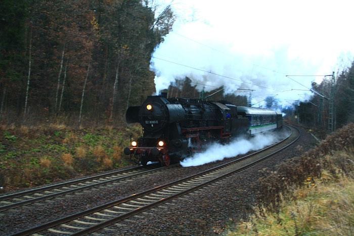52 8080 mit einem Sonderzug kurz vor Klingenberg