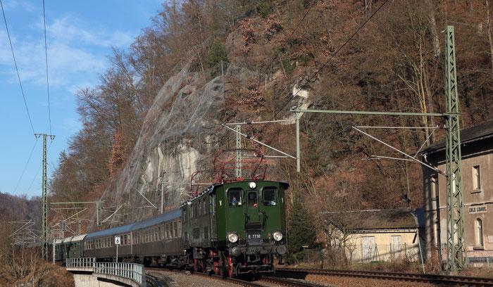 E77 10 mit RB 23849 Dresden-Chemnitz in Edle Krone