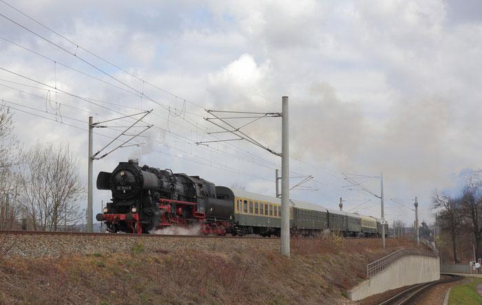 52 8154 mit Sonderzug aus Leipzig in Freital Hainsberg auf dem Weg nach Tharandt
