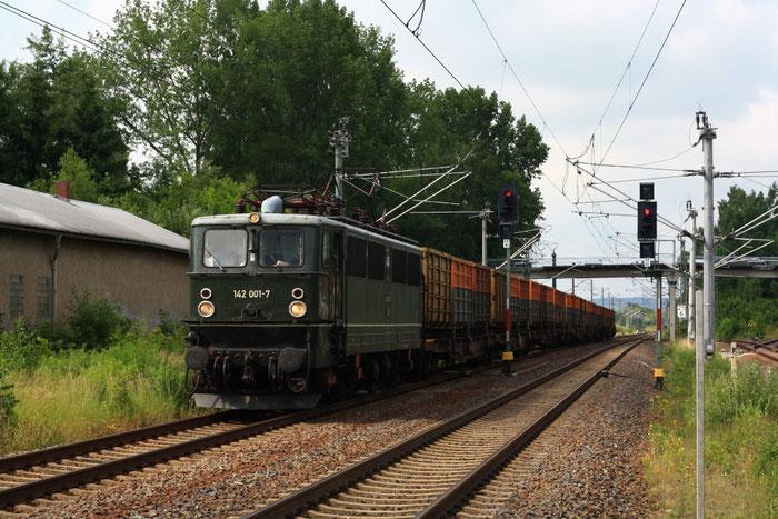 142 001 mit Koksleerzug in Klingenberg-Colmnitz