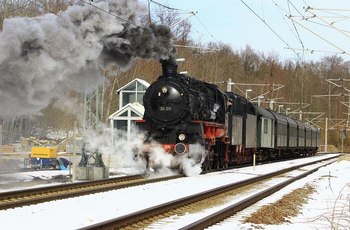 58 1111 bei einem außerplanmäßigen Zwischenhalt wegen  Dampfmangels in Klingenberg-Colmnitz