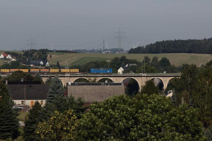 140 042 mit leerem Kokszug auf dem Colmnitzer Viadukt
