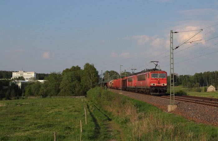 155 172 und 155 117 vor einem umgeleiteten Güterzug bei Colmnitz