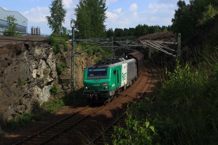 437023 der ITL mit Papierzug in Muldenhütten