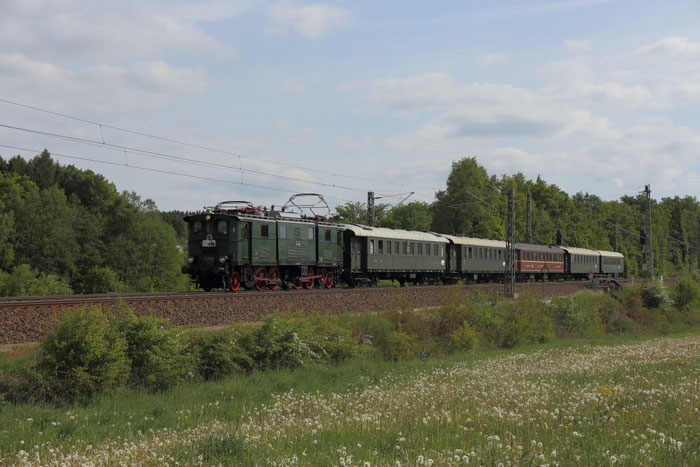 E77 10 mit Regionalbahn nach Chemnitz bei Colmnitz