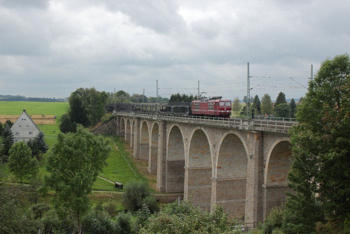 180 006 (nach der HU) mit einem leeren Gefco-Autoleerzug auf dem Colmnitzer Viadukt
