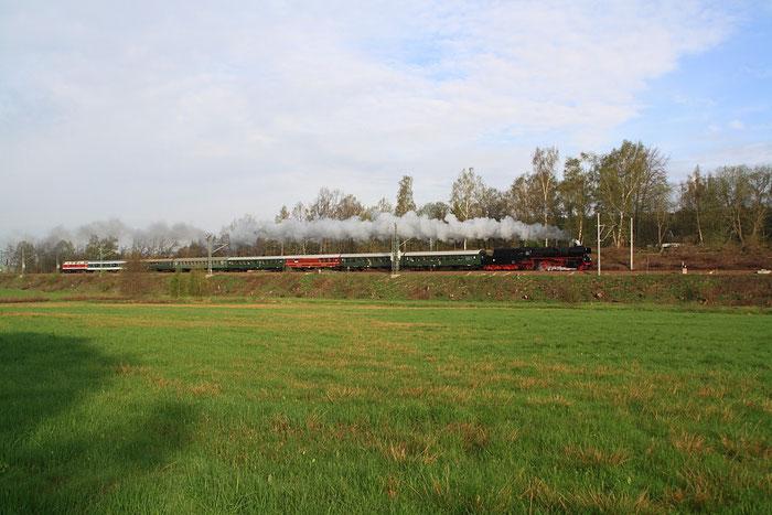 35 1097 und Schlusslok 118 770 mit Sonderzug nach Prag kurz vorm Bahnhof Klingenberg Colmnitz