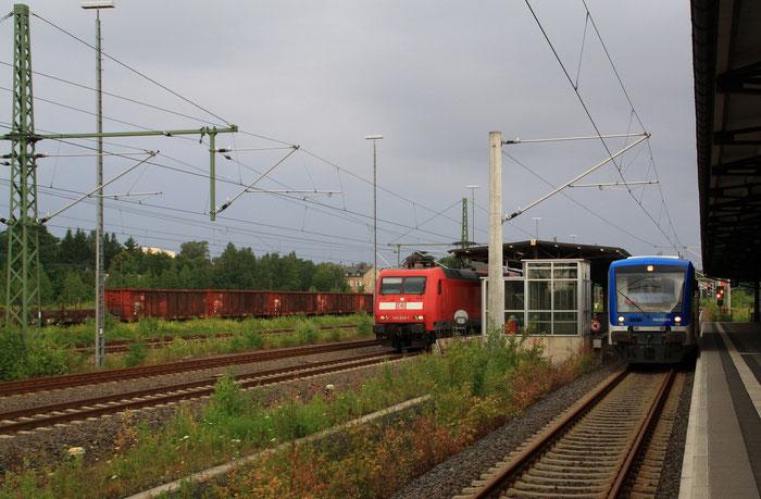 145 045 mit einer S Bahn nach Dresden in Freiberg