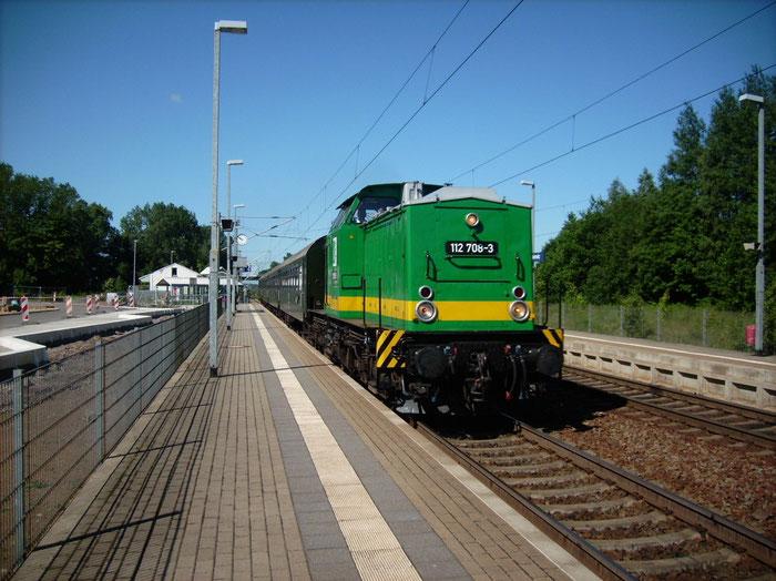 112 708 der RIS mit Sonderzug in Klingenberg-Colmnitz