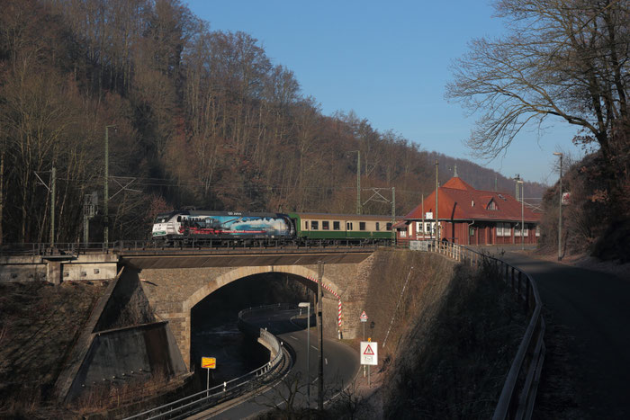 145 023 mit RE  3 nach Hof in Edle Krone