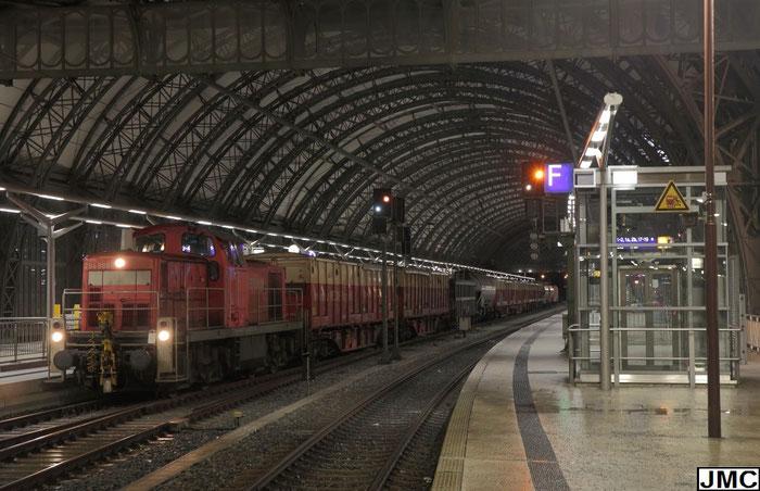 294 889 mit der Freiberger Übergabe EK 53476 in Dresden Hbf